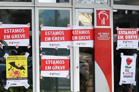 Agências de todo o País aderiram à paralisação dos bancários