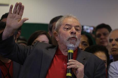 Lula falou em ambiente repleto de aliados