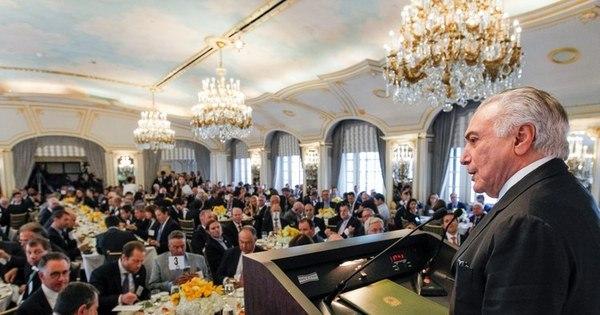 Resultado de imagem para OSTENTAÇÃO: Temer oferece novo banquete milionário para aprovar a reforma da Previdência