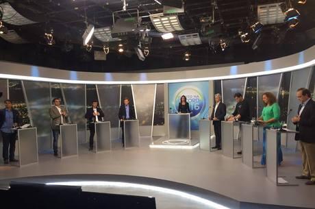 Oito candidatos participaram do debate no Rio de Janeiro