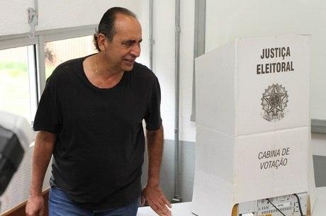 kalil votando