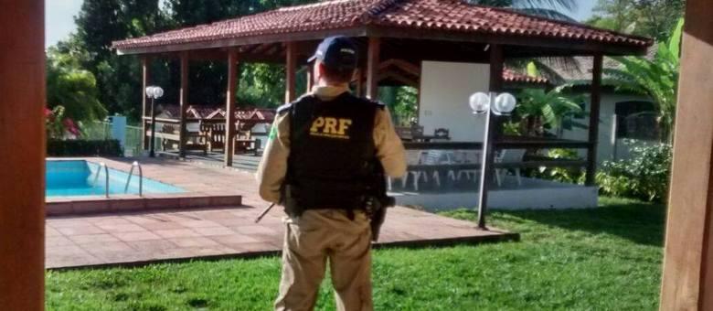Foram cumpridos mandados de busca e apreensão em cinco endereços localizados em Salvador e Lauro de Freitas