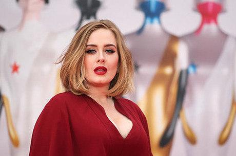 Adele teve depressão pós-parto