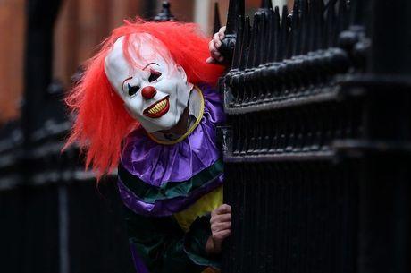 Em agosto de 2016 ocorreram nos EUA os primeiros casos de jovens que se vestem de palhaços con máscaras de terror