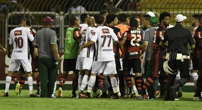 """Sandro Meira Ricci foi punido por não """"coibir a animosidade e a violência entre os atletas"""" no Fla-Flu"""