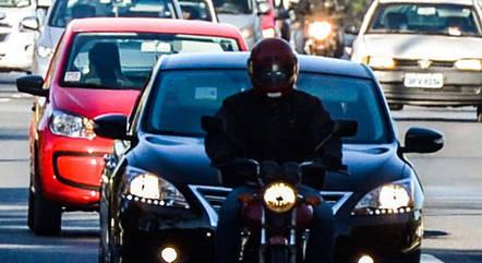 Faróis acesos passam a ser obrigatórios em rodovias de pistas simples e fora do perímetro urbano