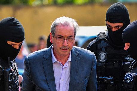 Eduardo Cunha almoçou com garfo e faca de plástico na cadeia