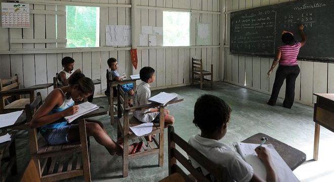 Está em estudo a oferta de cursos de idiomas de curta duração no exterior para os melhores alunos do Ensino Médio da rede pública