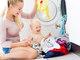 """É importante também atentar-se aos cuidados com a higienização de lençóis e roupinhas do bebê. Usar sabão em pó e amaciante inapropriados na hora da lavagem pode criar tantos problemas à pele do bebê quanto aqueles provocados pela alergia<br><br><a href=""""http://www.r7.com/r7-play/"""">Assista à Record onde e quando quiser</a><br>"""