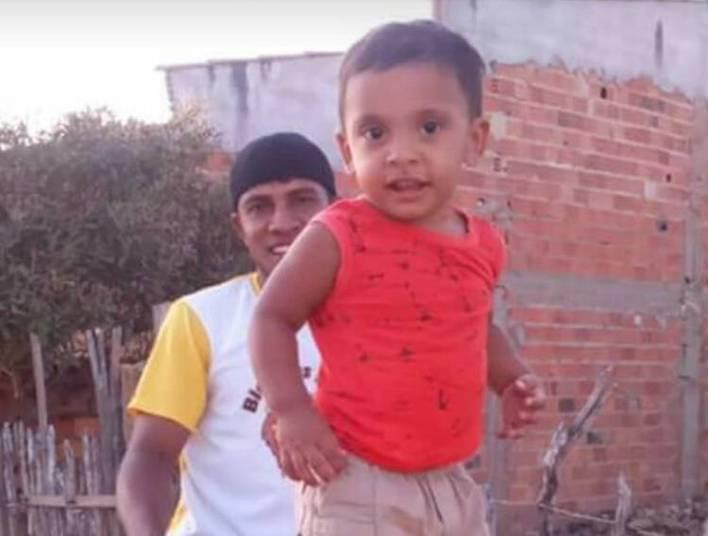 Um pescador de 32 anos matou o próprio filho a facadas e feriu o enteado na cidade de Araioses, no interior do Maranhão. O crime foi motivado por motivo banal: o homem não gostava que a mulher fumasse e quis se vingar após ela acender um cigarro numa festa
