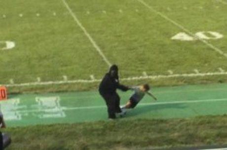 Olha só o Harambe arrastando uma criança. Ainda bem que ele não levou um tiro