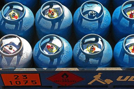 Botijão de gás ficou mais barato pela 1ª vez no ano