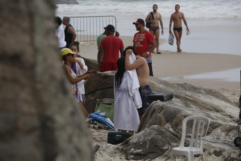 Fãs vão à loucura com beijo de Larissa Manoela e João Guilherme nas redes  sociais - Fotos - R7 TV e Entretenimento 87f84e6174