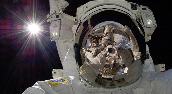 Se tem uma coisa que não está aberta para competição é isso de quem tira a selfie mais radical: a NASA sempre ganha