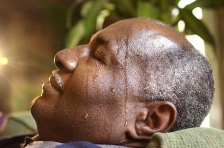 Sudorese é um dos sintomas da hipoglicemia em diabetes