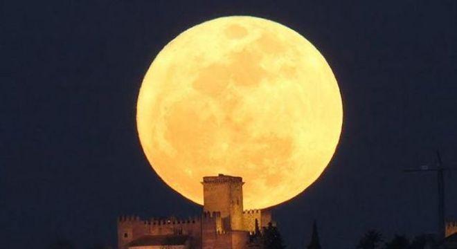 Uma super-superlua: Terra deve receber um pouco mais de luz que a Lua reflete do Sol