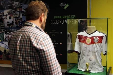 Camisa da seleção alemã é a grande xodó dos torcedores que visitam o ... 742525d3d1c1b