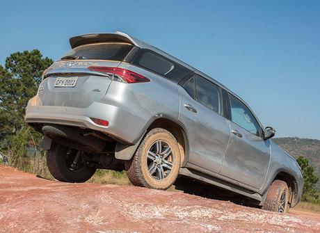 Teste: Toyota SW4 flex desafia o motorista a ficar longe do posto