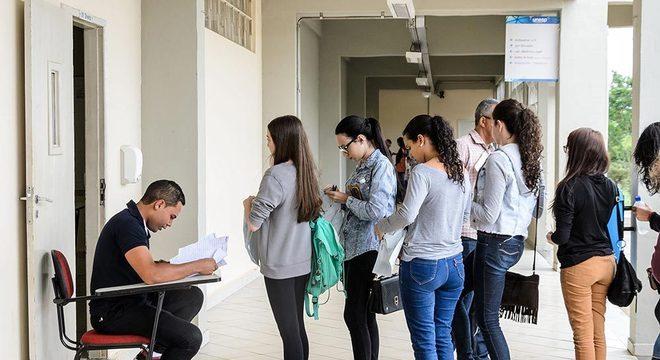 Estudantes vão encarar as provas da segunda fase da Unesp neste domingo