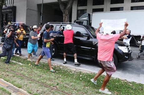 Na sede da PF, manifestantes gritavam palavras de ordem contra o ex-governador