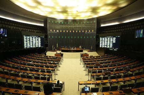 Por enquanto, há apenas 90 deputados registrados na sessão