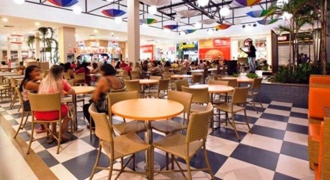 Especialista aponta que população está comendo cada vez mais fora de casa