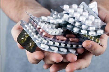 Quanto mais antibiótico tomamos, mais resistentes as bactérias ficam
