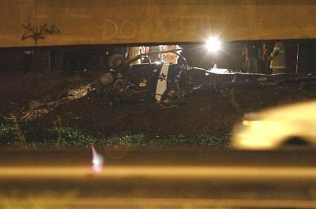 Helicóptero da PM caiu durante operação policial na Cidade de Deus