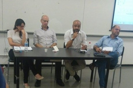 """Professores Valéria Ribeiro, Giorgio Romano, Marcos Roseira e Flávio Rocha participaram da mesa """"As Relações Internacionais na Era Trump"""", realizada na UFABC"""