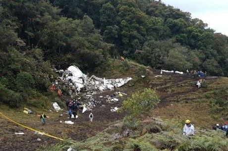 Avião caiu em região de difícil acesso perto de Medellin