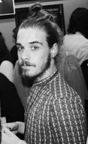 O ator Gabriel Comicholi descobriu ser portador de HIV aos 21 anos