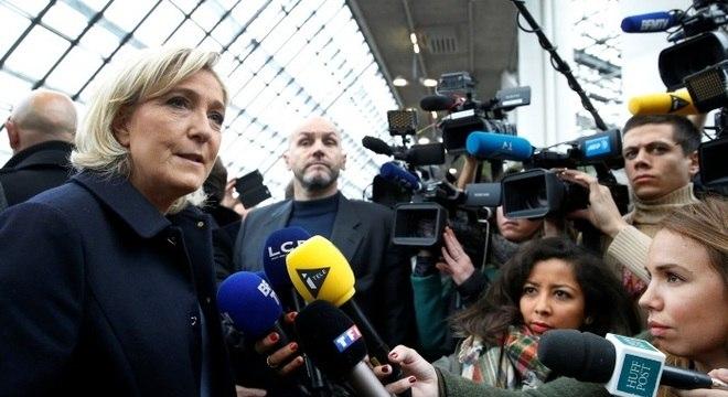 A líder da Frente Nacional (FN), Marine Le Pen, é defensora do fim da União Europeia