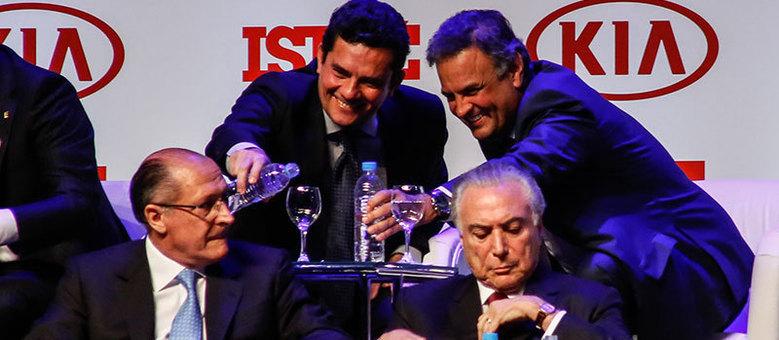 """Juiz Sérgio Moro e o senador Aécio Neves sentaram-se lado a lado em cerimônia para premiar """"Brasileiros do Ano"""""""