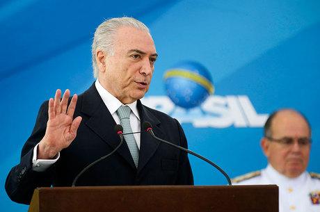 Resultado de imagem para Estudantes entregam pedido de impeachment de temer, agencia brasil