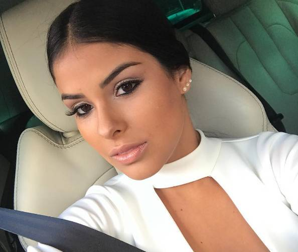 Ex-BBB Munik é comparada às Kardashians em foto poderosa