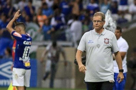 95d4b8a76a Oswaldo de Oliveira pede a chegada de reforços ao Corinthians para ...