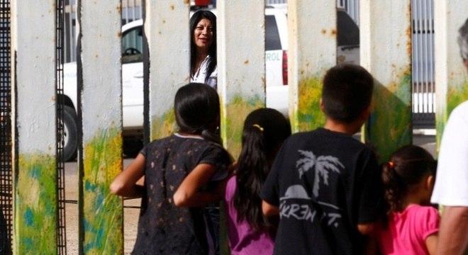 Pais deportados sem seus filhos ainda não puderam ser localizados