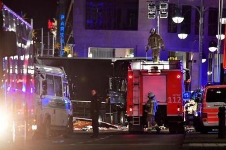 Ataque transformou o cenário natalino da capital alemã em uma zona de terror