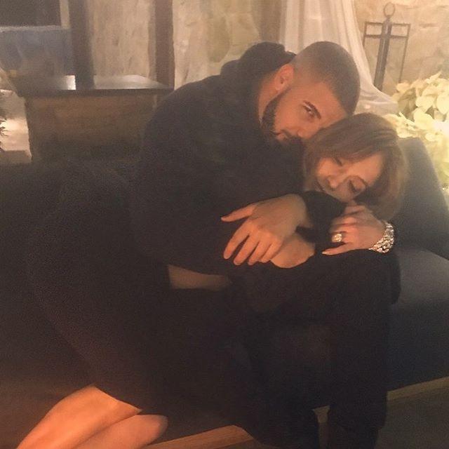 Rihanna deixa de seguir Jennifer Lopez nas redes sociais após boatos de romance entre ela e Drake