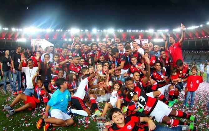 2017 - Após três anos de jejum, o Flamengo voltou a comemorar um título ao bater o Fluminense na final e conquistar o Campeonato Carioca de maneira invicta.