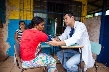 Assistência médica é oferecida pelos programas da instituição