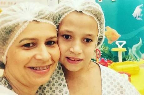 Glaucia conseguiu arrecadar o dinheiro para a cirurgia da filha