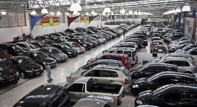 Em números, foram 1,2 milhão de carros negociados contra 1,1 milhão em julho