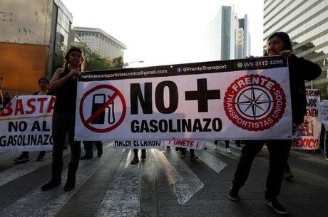 Milhares de mexicanos saíram às ruas para protestar contra os preços dos combustíveis no país