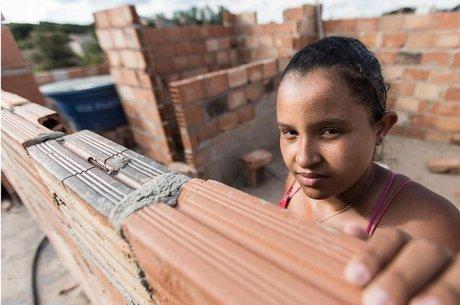 Paula Martins da Silva, de Belo Horizonte, integra turma de projeto que ensina mulheres a planejar e executar reformas em casa