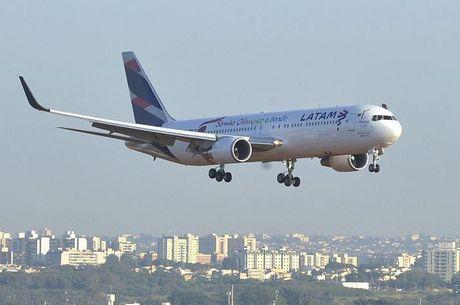 Latam diz estar prestando a assistência aos passageiros