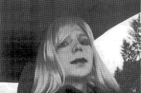Chelsea Manning foi liberada da prisão de Fort Leavenworth, no Kansas