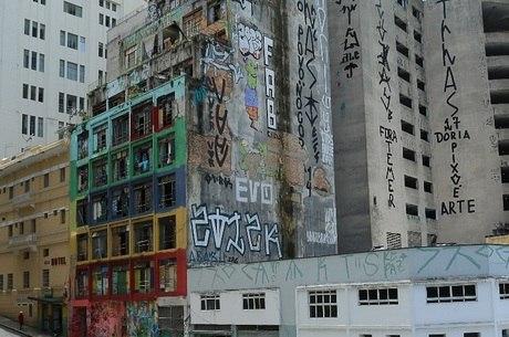 Policiais têm mapeado locais onde pichadores se reunem durantes as noites em São Paulo