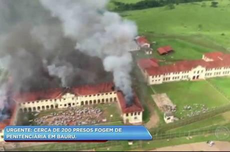 Presos colocaram fogo em ala do presídio nesta manhã