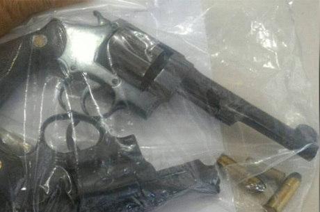 Armas da dupla que atirou no médico